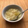 玉ねぎだけのスープ。食事ハックの懇親会で作ったら、「神スープ」といわれたので、再